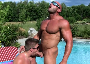 Muscled pool boy gets his swizzle stick sucked by a piping hot guy by the pool