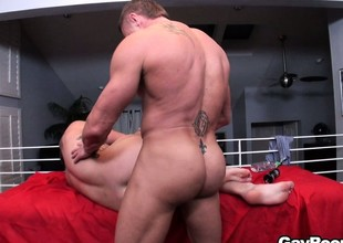 Bryan Cole gets uppish knees so his masseuse has reform access to his hole