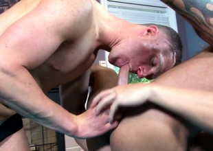 Gay masseur's lucky client leaves the studio with his balls lam out of here