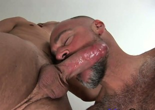 Twinky young people gets on every side tickle the tonsils of a buff hairy bear