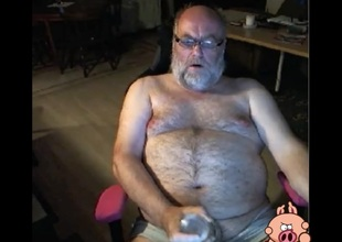bear grandpa beat out forth a toy on cam