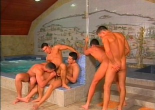 Sizzling hot orgy from a gang be useful to gay jocks drape out by the pool