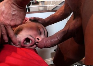 The masseur caresses that ass before sliding his cock in that guy's mouth